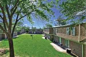 lewis park apartments are within walking distance of southern illinois