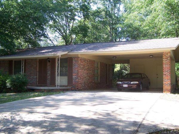 3br 950ft brick with carport small yard nice home for Brick carport