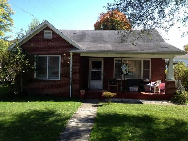 - $79000 / 3br - 1350ft² - ** Brick 3 Bdr. Ranch **
