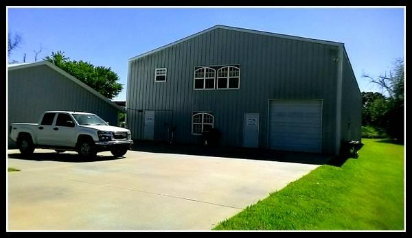 8350ft warehouse with living quarters office space for Warehouse living space