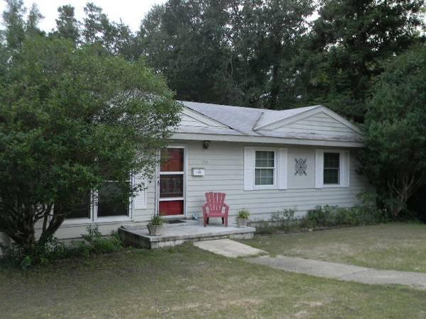 - $850 / 3br - 1800ft² - Historic DeFuniak/Walk to the