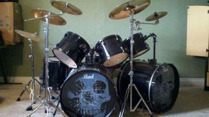 $850, 8 piece Pearl Sound Check Series drum set
