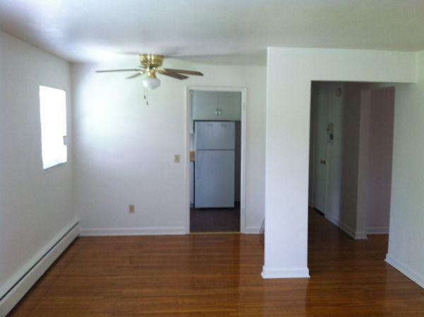 2br 900ft 2 bedroom apartment elmwood manor apartments for rent in rochester new york for 2 bedroom apartments rochester ny