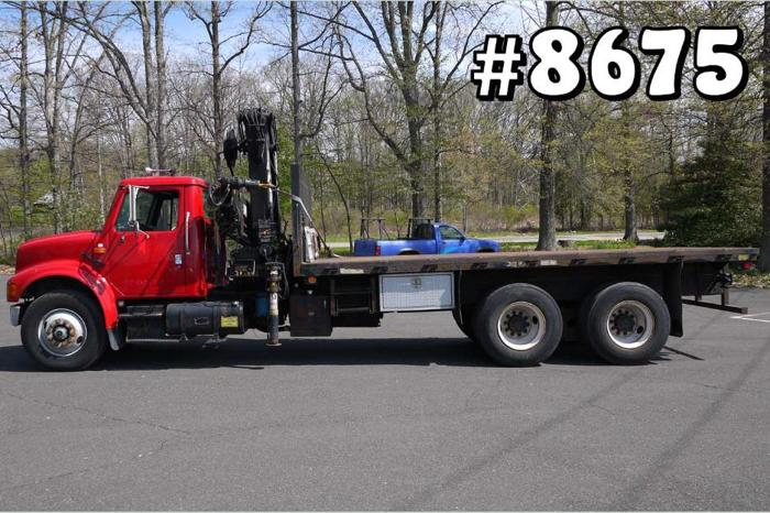 8675 international hiab knuckle boom crane truck 7 5 ton for Sale in