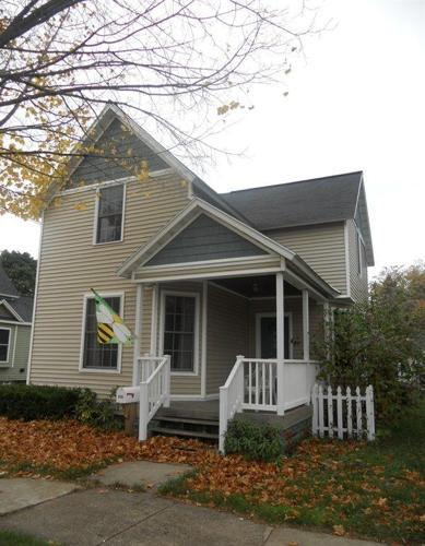 3br 1375ft single family home downtown holland for Single family homes with inlaw apartments