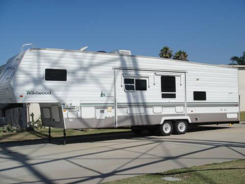 89 22 FT 5TH WHEEL TRAILER MINTCOND for Sale in Gardena, California