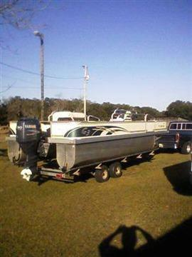$9,900 2005 G3 Pontoon Boat