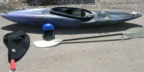 9' New Wave Sleek Kayak with Gear Set