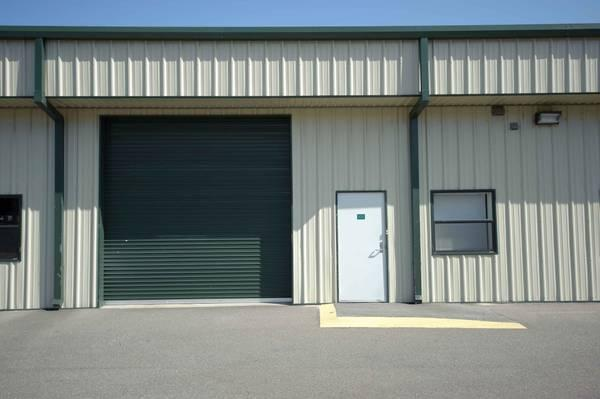 - $900 / 1800ft² - 1800 SF Warehouse Light Industrial