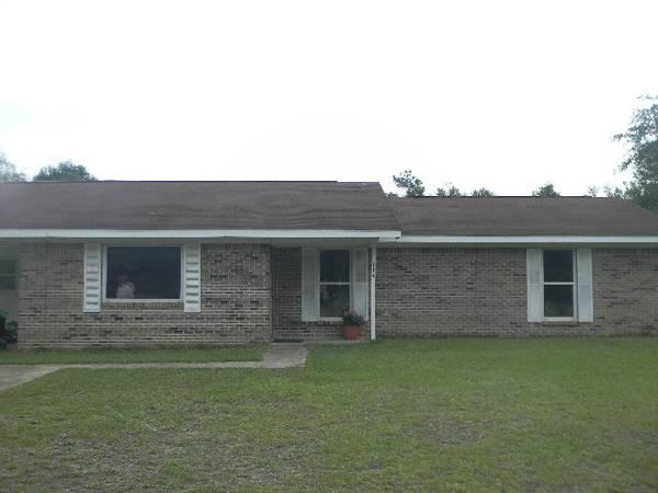 - $900 / 3br - 1750ft² - Spacious 3/2 Brick Home For