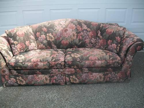 Fabulous 94 Like New Floral Tapestry Couch For Sale In Graham Pabps2019 Chair Design Images Pabps2019Com