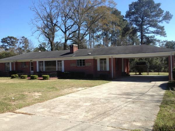 - $950 / 3br - 1900ft² - Nice 3 Bedroom 1900 Sq ft