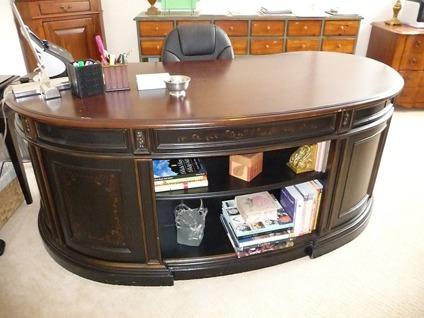 $950 Kidney Shaped Desk By Hooker Furniture
