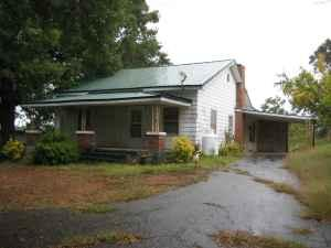 $99000 / 2br - 1000ft² - FARM HOUSE   FIXER UPPER WITH 10+ ACRES OF LAND  (CENTRAL, SC) (map)