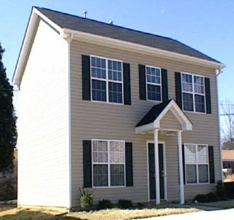 4br 1200ft 4 beds 2 5 bath 2 story no credit check ready now off tuckaseegee rd. Black Bedroom Furniture Sets. Home Design Ideas