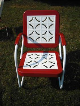 A Pair Of Vintage 1950 S Metal Lawn Chairs And Table