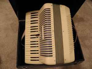 Accordion - $300 (Elko)