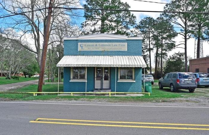 Adorable Commercial Property for Lease, Great Location