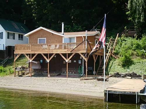Affordable seneca lake waterfront cottage finger lakes for Seneca lake ny cabins