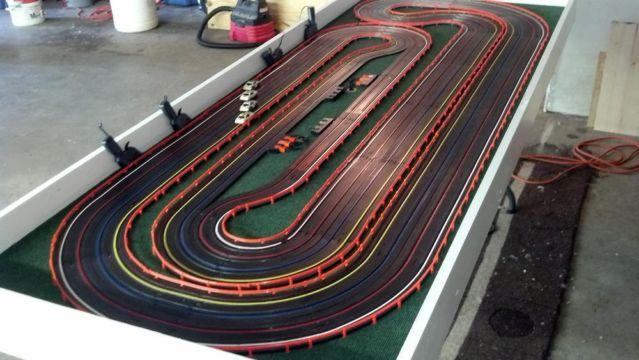 Carrera, Scalextric and Policar have a comprehensive range of slot car tracks for sale that allow owners to customize their circuits with special track sections, points and lane-changing curves for building more interesting and challenging courses.Learn about the features of their , , and scale tracks below.CARRERA SCALE TRACK.