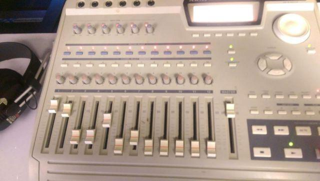 Akai DPS 12 recorder with all paper work