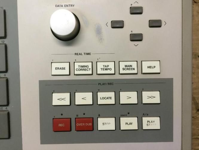 Akai mpc 3000 32 meg drum samplerpads v 3.11clean