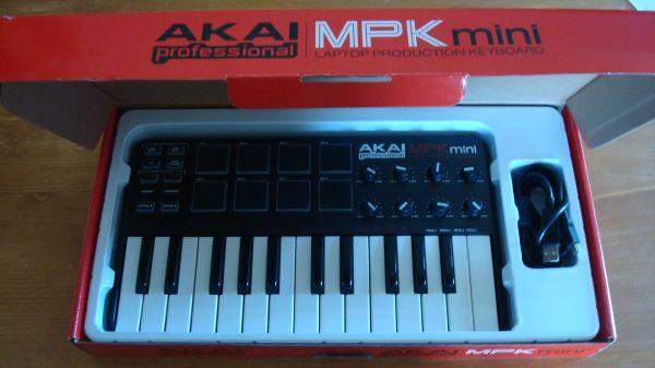 Akai MPK Mini Keyboard Controller w/ Extras! - for Sale in Toledo