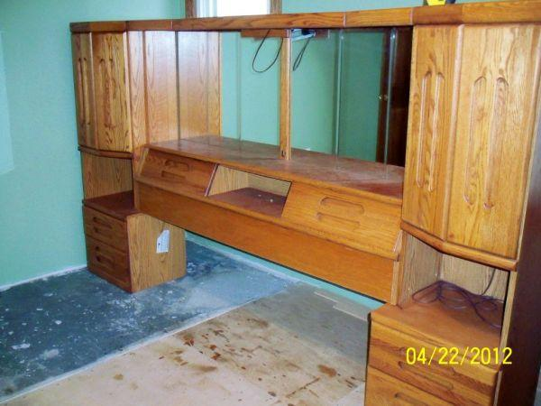 All Oak Bedroom Wall Unit With Tv Stand And 27 Zenith Tv Meadville For Sale In Erie