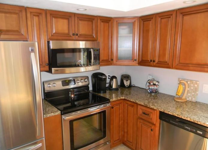 All solid wood raised panel shaker style kitchen cabinets for All wood kitchen cabinets