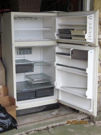 Amana fridge - $60 (DeSoto)