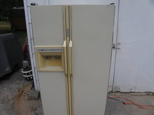 Amana Side By Side Refrigerator Freezer For Sale In