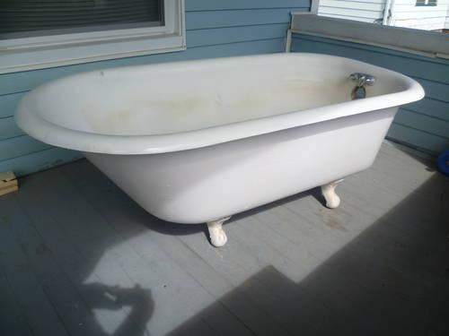 Antique 1923 Cast Iron Clawfoot Tub For Sale In Galesburg