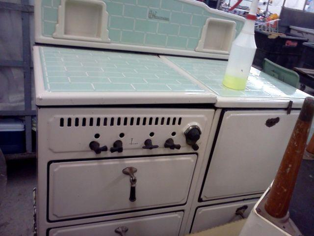 ANTIQUE 1930 GREEN WEDGWOOD STOVE