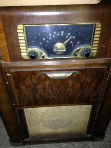 Antique 1946 WWII Era Zenith 6R087 Console Radio