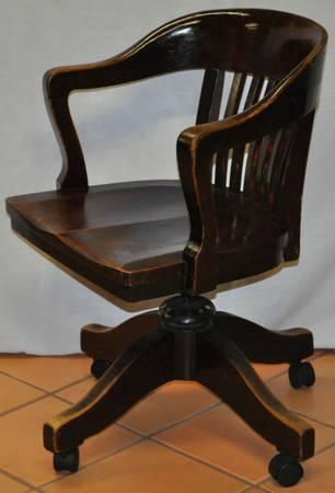 ANTIQUE BANKERS CHAIR   $195