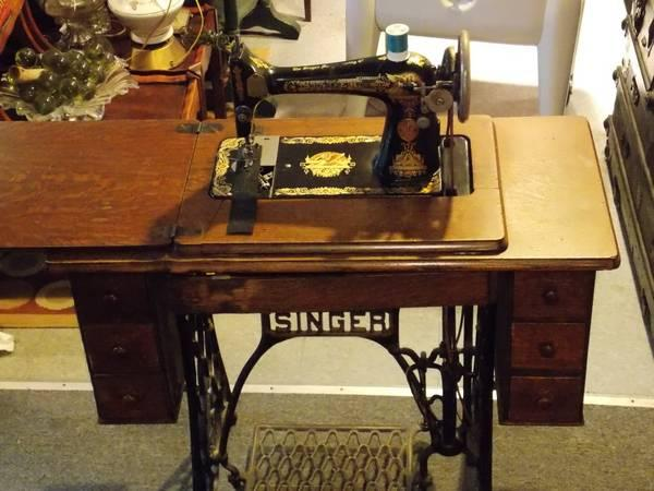 Antique beautiful singer sewing machine in a desk for sale in antique beautiful singer sewing machine in a desk sciox Gallery