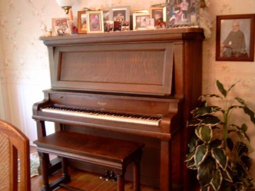 Antique Beckwith Oak Empire Upright Piano Circa 1908 Good