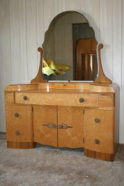 Antique Bedroom Set In Birdseye Maple For Sale In Sun City