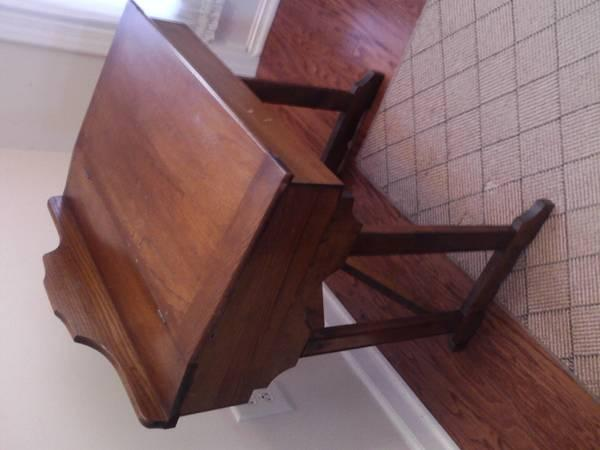 antique childs desk, lift top storage - $60 - Antique Childs Desk, Lift Top Storage - For Sale In Clarksville