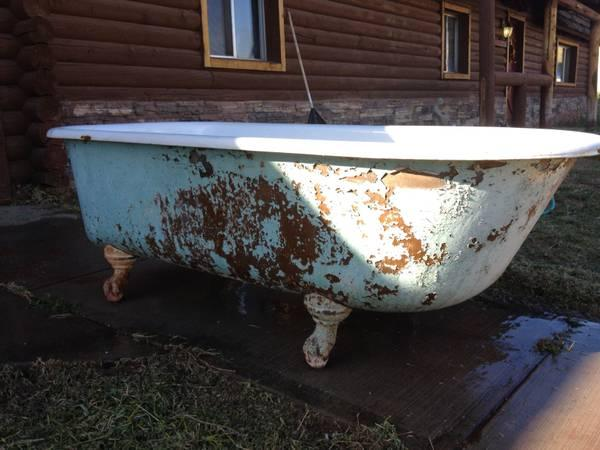 ANTIQUE CLAWFOOT TUB 6ft For Sale In Toquerville Utah