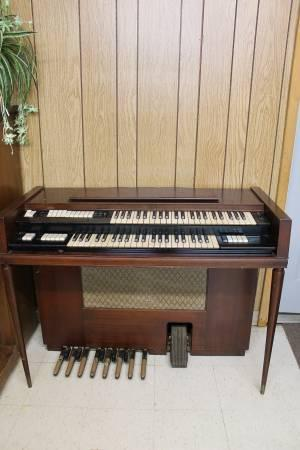 ANTIQUE CONN ELECTRIC CHURCH ORGAN - $100