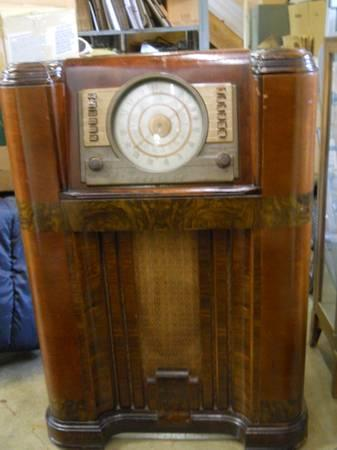 Antique Crosley Console Radio Model
