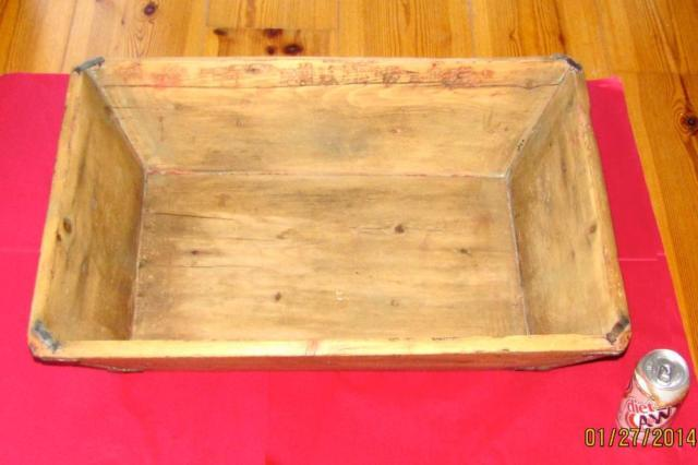 ANTIQUE DOUGH BOX, WOOD WITH CANTED SIDES, 26