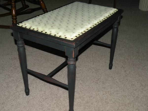 Antique Fireside Bench Or Piano Bench For Sale In Galion Ohio