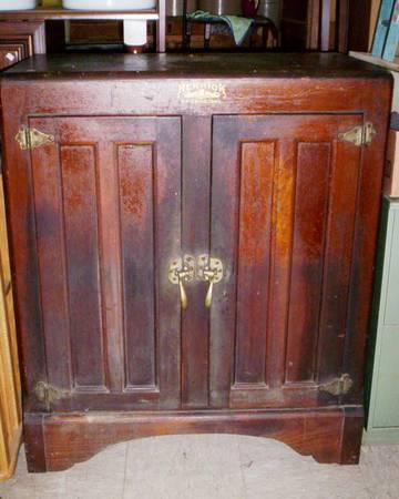 Antique Herrick Ice Box Made In Waterloo Iowa For Sale