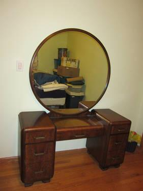 Antique Kroehler Walnut Wood Dressing Table With Round