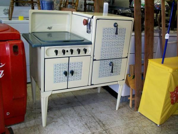 Antique Magic Chef Stove for Sale in Audubon Illinois