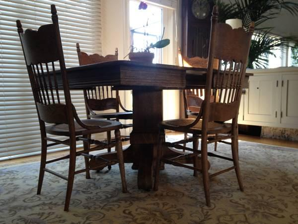 Very antique penn table company walnut dining table and chairs  FD31