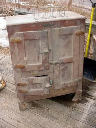 Antique Oak Iantique Ice Box For Parts Or To Restore For