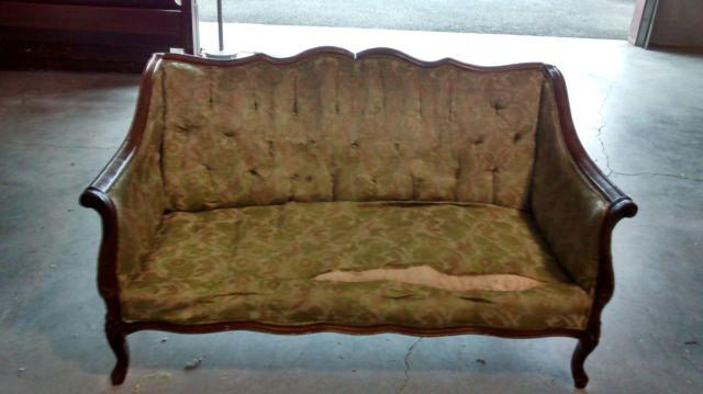 ANTIQUE PETIT COUCH PROJECT PC